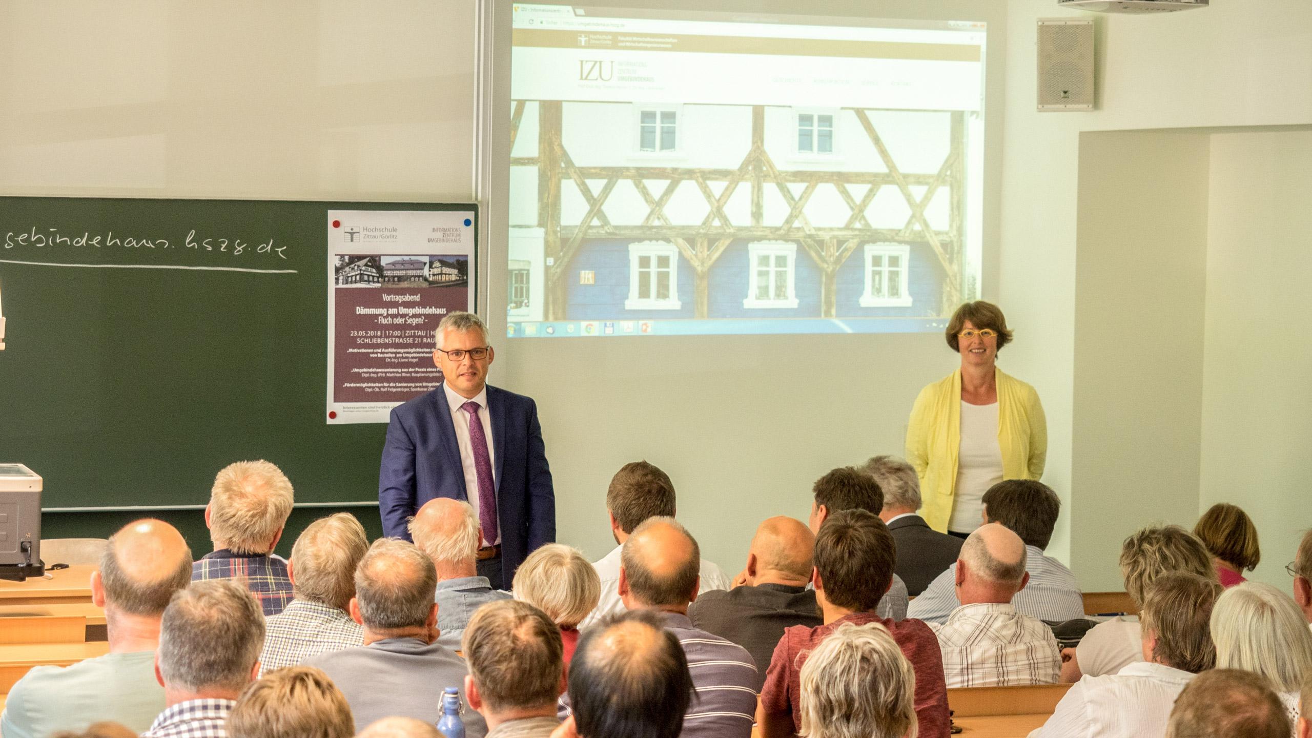 Prof. Thomas Worbs und Dr.-Ing. Liane Vogel eröffnen den Vortragsabend